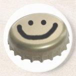 Casquillo sonriente de la botella de cerveza de la posavaso para bebida