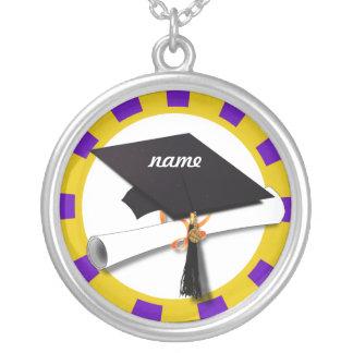 Casquillo w/Diploma de la graduación - oro y púrpu Collares