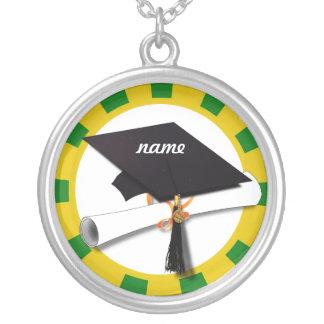 Casquillo w/Diploma de la graduación - oro y verde Colgante Redondo