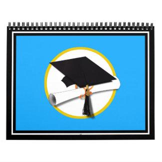 Casquillo w/Diploma - fondo azul de la graduación Calendarios