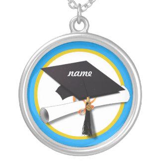 Casquillo w/Diploma - fondo azul de la graduación Colgante Redondo