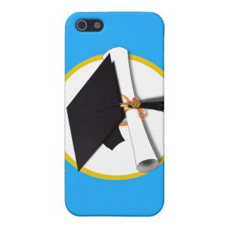 Casquillo w/Diploma - fondo azul de la graduación iPhone 5 Carcasa