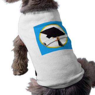 Casquillo w Diploma - fondo azul de la graduación Ropa De Mascota