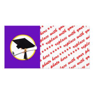 Casquillo w/Diploma - fondo púrpura de la Tarjeta Fotografica