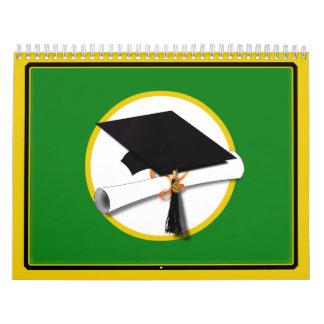 Casquillo w/Diploma - fondo verde de la graduación Calendario