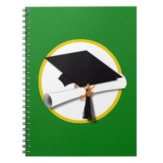 Casquillo w/Diploma - fondo verde de la graduación Cuaderno