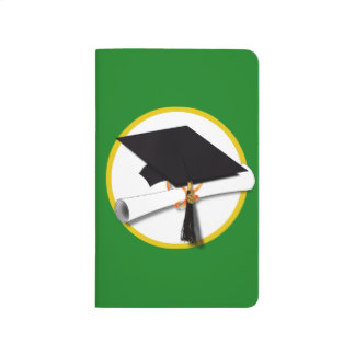 Casquillo w/Diploma - fondo verde de la graduación Cuadernos