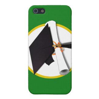 Casquillo w/Diploma - fondo verde de la graduación iPhone 5 Carcasas