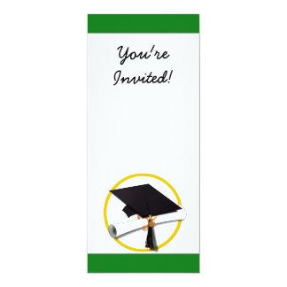 Casquillo w/Diploma - fondo verde de la graduación Comunicado Personalizado