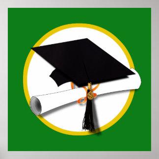 Casquillo w/Diploma - fondo verde de la graduación Póster