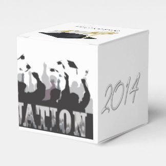 Casquillo y diploma de la graduación 2014 cajas para regalos
