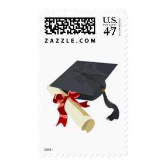 Casquillo y diploma de la graduación estampillas