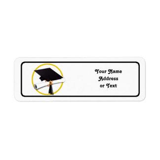 Casquillo y diploma de la graduación etiqueta de remite