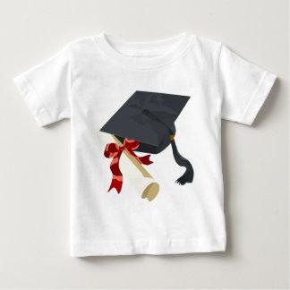 Casquillo y diploma de la graduación playera de bebé