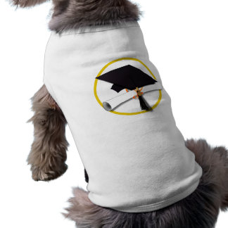 Casquillo y diploma de la graduación camisa de perrito