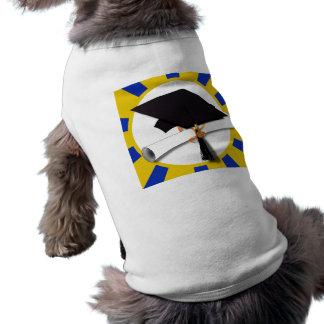 Casquillo y diploma del graduado con el azul y el camisetas mascota