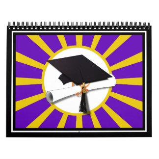 Casquillo y diploma del graduado - púrpura y calendarios
