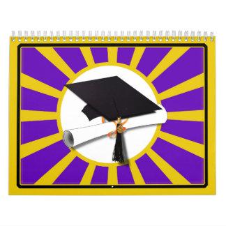 Casquillo y diploma del graduado - púrpura y calendario de pared