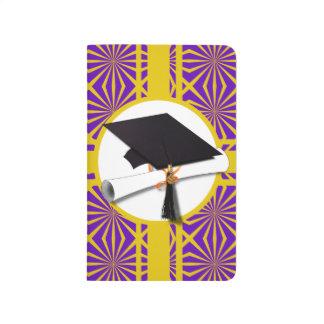 Casquillo y diploma del graduado - púrpura y cuadernos
