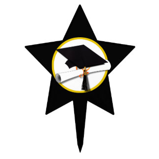 Casquillo y diploma - fondo negro del graduado figura de tarta