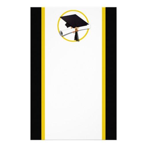 Casquillo y diploma - fondo negro del graduado papeleria personalizada