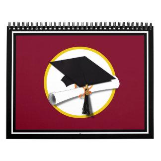 Casquillo y diploma - fondo rojo oscuro de la calendarios de pared