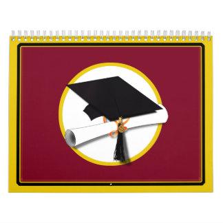 Casquillo y diploma - fondo rojo oscuro de la calendario de pared