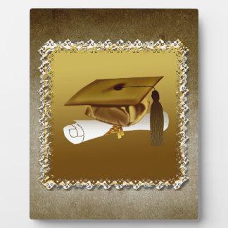 Casquillo y diploma, invitación de la graduación, placa de plastico