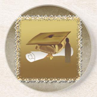 Casquillo y diploma, invitación de la graduación, posavasos cerveza