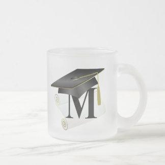 Casquillo y diploma M de la graduación Tazas
