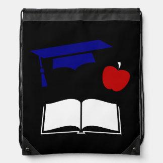 Casquillo y libro azules blancos rojos de la gradu mochila