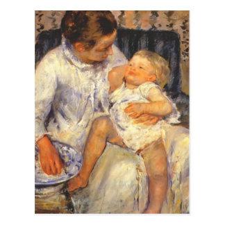 Cassatt-Madre de Maria alrededor para lavar a su n Postales