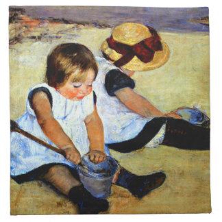 Cassatt - niños que juegan en la playa servilletas