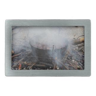 Castañas que asan en un fuego abierto hebillas cinturón rectangulares