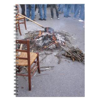 Castañas que asan en un fuego abierto spiral notebooks