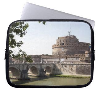 Castel Sant'Angelo se sitúa cerca del vatican, 4 Fundas Ordendadores