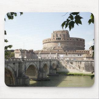 Castel Sant'Angelo se sitúa cerca del vatican, Tapetes De Ratón