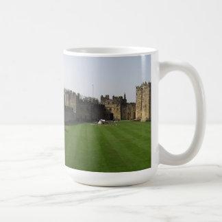 Castillo de Alnwick - panorama Taza Clásica