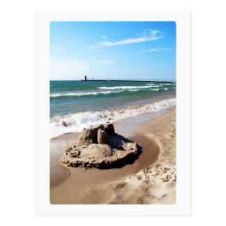 Castillo de arena a lo largo del lago Michigan Postal