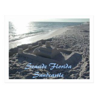 Castillo de arena de la playa postal