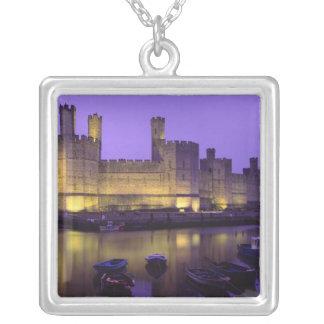 Castillo de Caernarfon, en la noche, Gwynedd, País Colgante Cuadrado