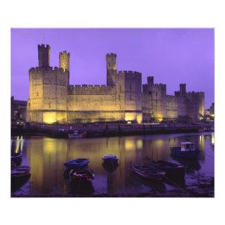 Castillo de Caernarfon, en la noche, Gwynedd, País Fotografía
