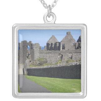 Castillo de Dunluce cerca de Bushmills y de Colgante Cuadrado