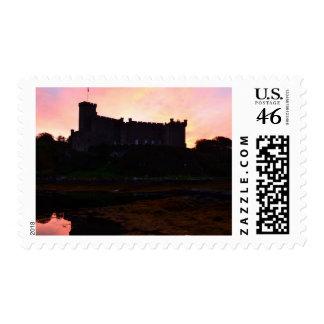 Castillo de Dunvegan en el amanecer Sello