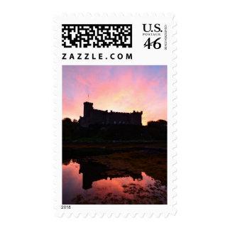 Castillo de Dunvegan en el amanecer Sellos