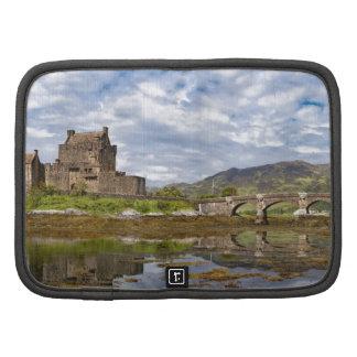 Castillo de Eilean Donan del panorama visto del su Planificador