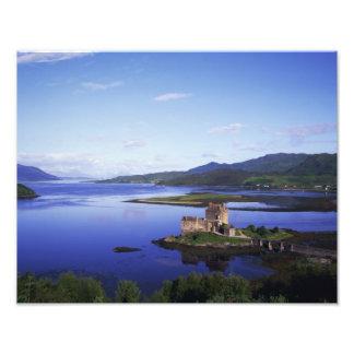 Castillo de Eilean Donan, Dornie, montañas, Cojinete
