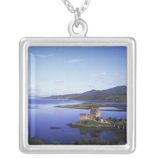 Castillo de Eilean Donan, Dornie, montañas, Joyeria Personalizada