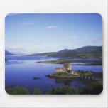 Castillo de Eilean Donan, Dornie, montañas, Tapetes De Raton