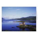 Castillo de Eilean Donan, Dornie, montañas, Felicitaciones